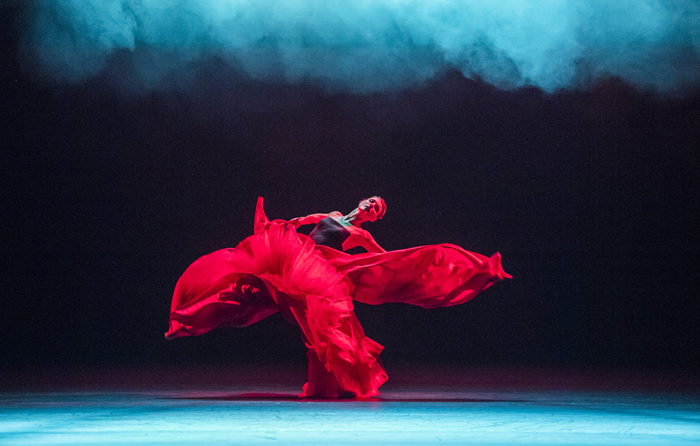 Zenaida Yanowsky in Symphonic Dances, ©Tristram Kenton